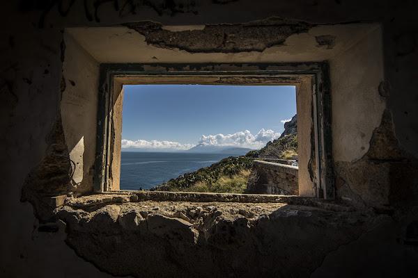 Una finestra dimenticata aperta di Giuseppe Fazio
