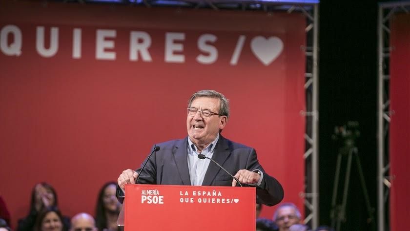 Fernando Martínez, durante un mitin del PSOE.