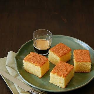 Bolo de fubá (Brazilian corn flour cake).