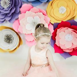 Sweet Roz by Jenny Hammer - Babies & Children Child Portraits ( spring, flowers, pretty, girl, child )