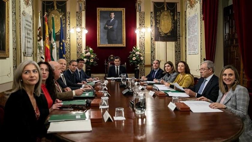 Primer Consejo de Gobierno presidido por Juanma Moreno.