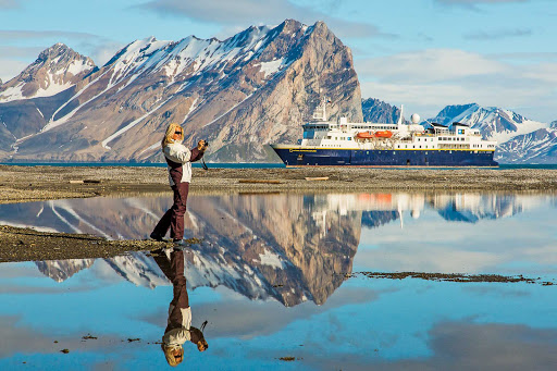 Arctic-Coasts-Hornsund.jpg - Take a walk on the beautiful coasts of Hornsund on Spitsbergen island in Svalbard, Norway, during your Lindblad expedition.