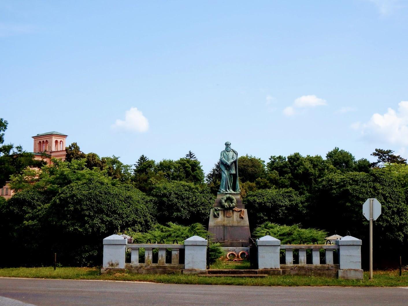 Ikervár - Gróf Batthyány Lajos-szobor