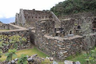 Photo: Desde el sector de los artesanos edificaciones de dos pisos - Choquequirao Cachora - Choquequirao - Playa (24-Ago. al 01-Sep. - 2012) Andaray - Grupo de Excursionismo