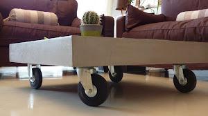 application d'un béton ciré sur meuble design urbain par Les Bétons de Clara le spécialiste des tables en béton ciré
