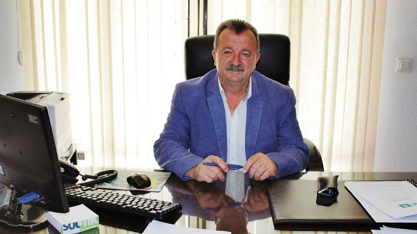 El alcalde en su despacho.