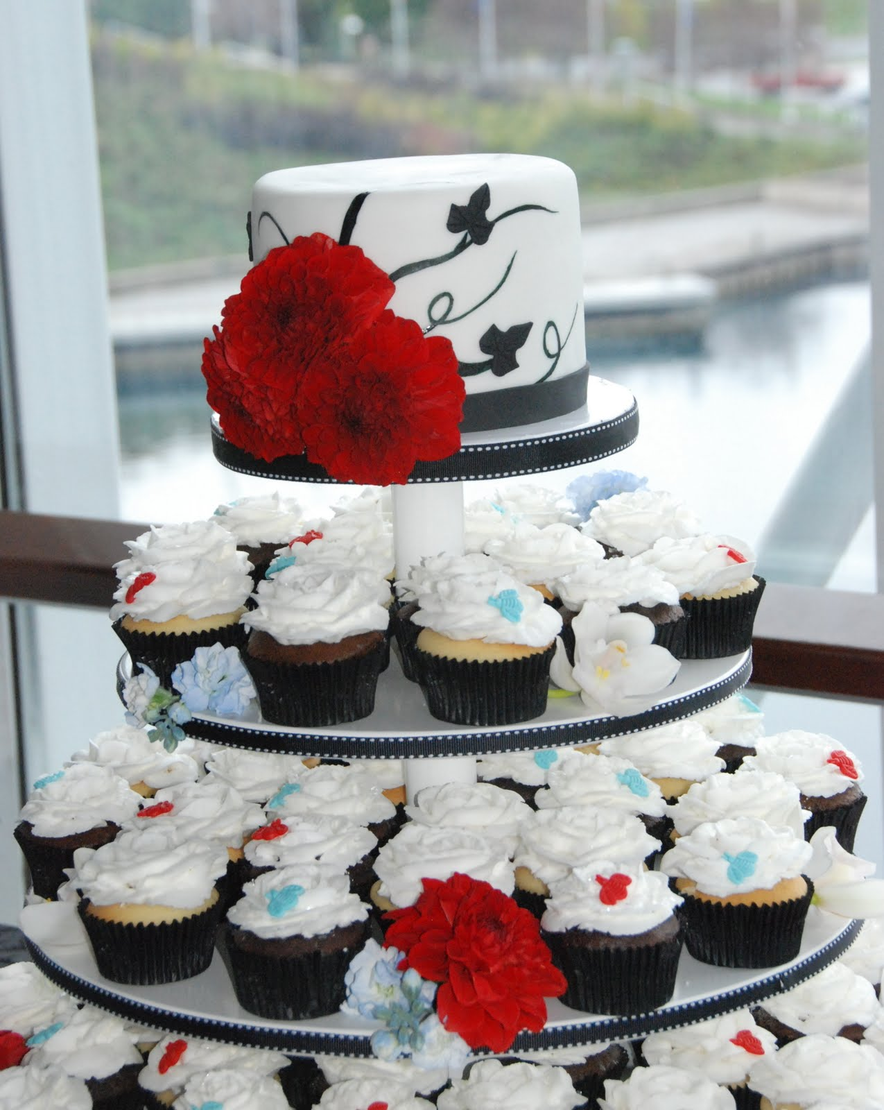Black White Wedding Cupcakes