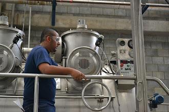 Photo: Trabajador y máquinas TERMILENIO