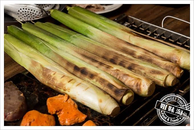 鮮炭霸海鮮碳烤火鍋吃到飽烤筊白筍