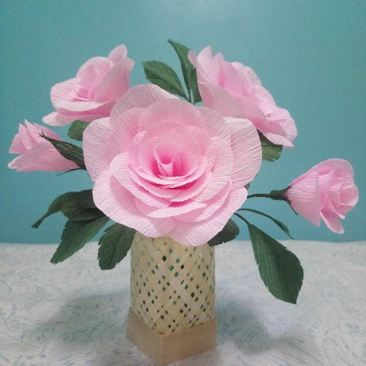 Pink hybrid roses bouquet by Iris Flower Atelier
