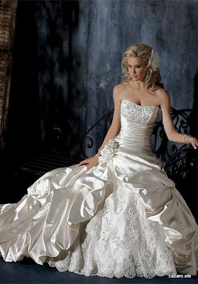How to Buy a Wedding Dress not a Wedding Mess