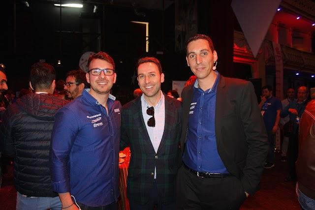 Antonio Muñoz, Profesional Hosting; Ricardo Céspedes, director comercial de La Voz; y Antonio Torres, Profesional Hosting.