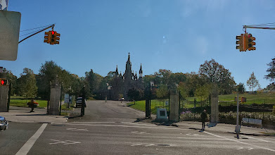 Photo: The entrance to Green Wood Cemetery