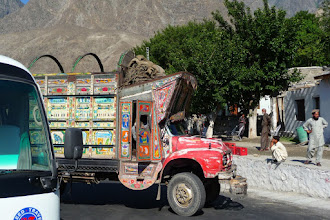 Photo: D-A000 Islamabad to Skardu: Typical Pakistani Painted Truck
