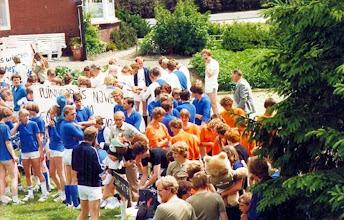 Photo: Zeskamp spelletjes Pinksteren 1981: georganiseerd door de V.V.V. op het fabrieksterrein