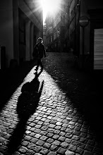 Photo: the morning sun...  #street #streetphotography #shootthestreet #blackandwhite #blackandwhitephotography #bw #monochrome