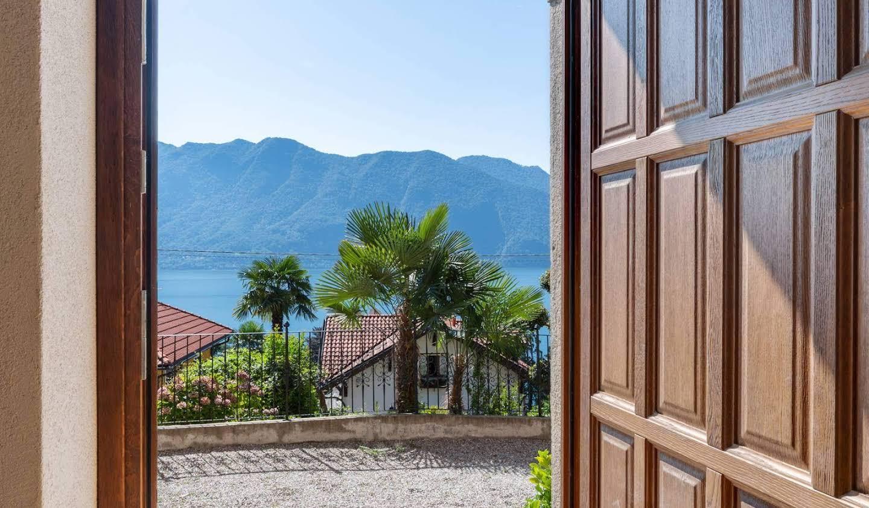 Villa with garden and terrace Ghiffa