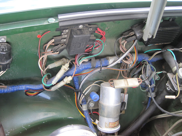 IMG_0468 help identifing electrical parts on 1980 mgb & gt forum mg mgb starter relay wiring diagram at soozxer.org