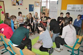 """Photo: Projekt """"PRO ŽIVOT"""" ve spolupráci s Lékařskou fakultou Ostravské univerzity - Prohloubení základů laické první pomoci (učebna výtvarné výchovy a jazyková učebna J3 - pondělí 2. prosinec 2013)."""