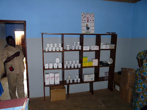 Photo: les produits médicamenteux génériques pèsent trop lourdement sur le budget de fonctionnement du Centre ( plus de 50% )