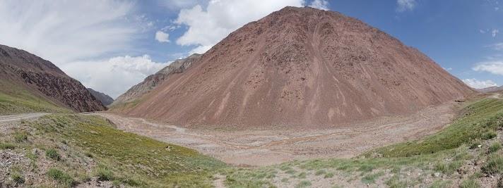 Kaum in Kirgistan schon sprießen Wiesen.