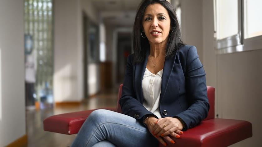 Marta Bosquet posa para Juan Sánchez tras la entrevista