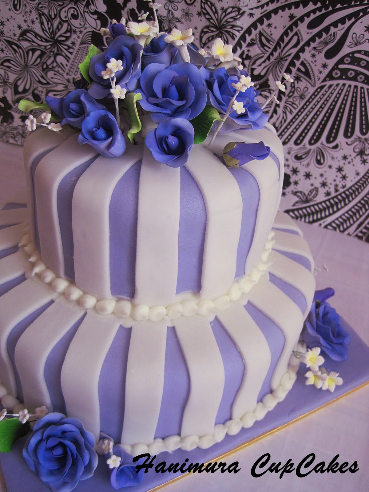 Faustines Blog Wedding Cake With Purple