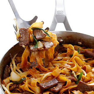 Beef Chow Fun (Beef & Noodle Stir Fry)