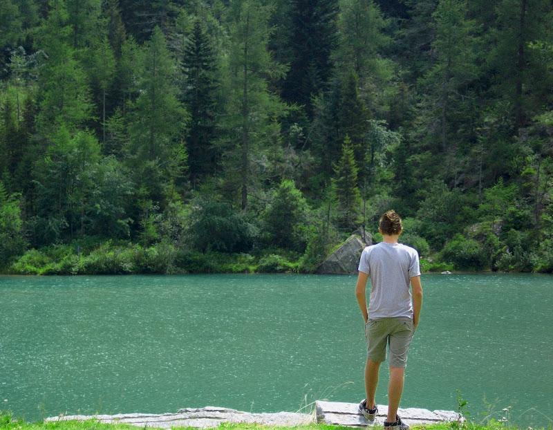 La solitudine ci dà il piacere d'una grande compagnia: la nostra. (Roberto Gervaso) di _Chiara_