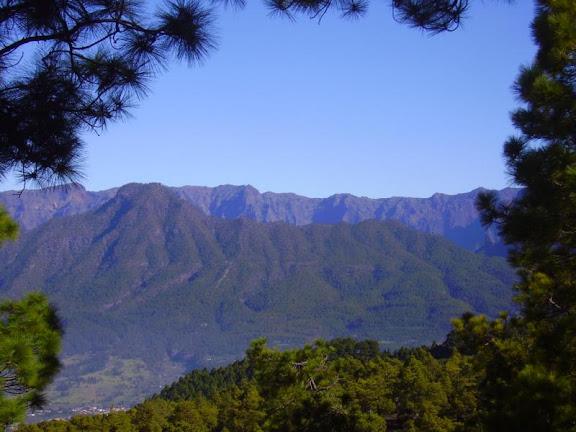 Ausblick auf die Berggipfel der Caldera