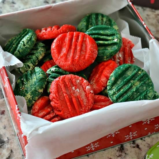These Five Ingredient Cream Cheese Mints Are Perfect For Holiday Trays, Weddings And Parties. They Are Super Easy To Bring Together And Can Be Modified For Different Holidays. Plan On Making A Fun Batch For Your Holiday Plans Today.