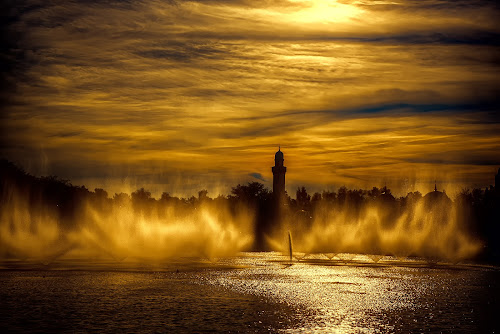 fountains themepark by Egon Zitter - Landscapes Waterscapes ( water, themepark, spray, sunset, fountain )