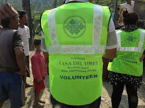 Photo: Voluntarios de la Fundació Casa del Tibet en la aldea de Khalte, distrito de Dhading.