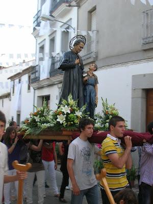 La imagen de San Juan Bosco en la procesión de María Auxiliadora 2010. Foto: Pozoblanco News, las noticias y la actualidad de Pozoblanco (Córdoba)* www.pozoblanconews.blogspot.com