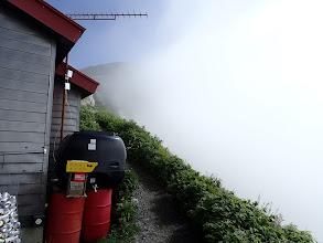 山荘の右から白岳へ