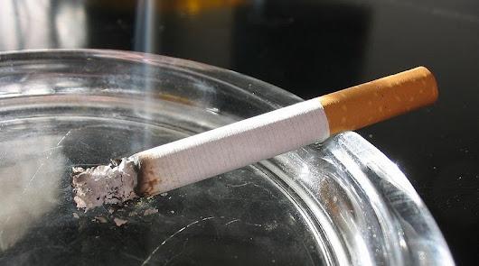 Fumar tabaco aumenta el riesgo de muerte por Covid-19 (pero no de contagio)