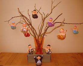 """Photo: Takken met """"Kerst Bengeltjes"""" en """"Butler"""" Beeldjes: 15 cm hoog Materiaal:Polystyreen/Acrylverf"""