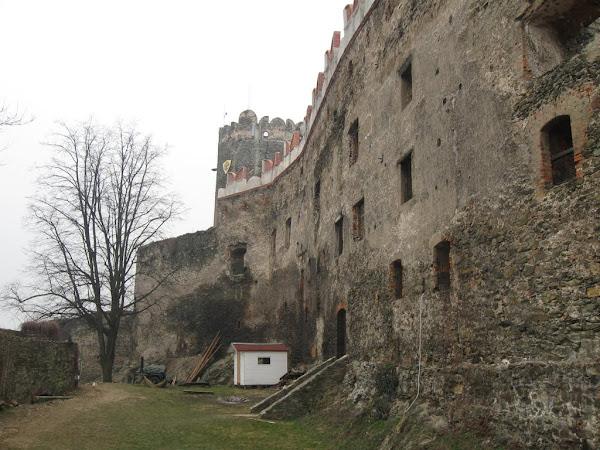 Zamek Bolków - dziedziniec zewnętrzny