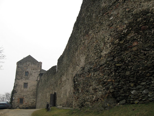 Zamek Bolków - wielki dziedziniec