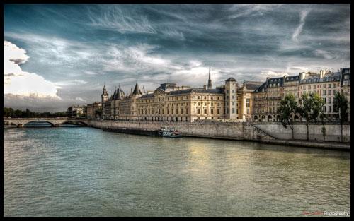 Paris - River side I wallpaper
