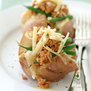 Potatoes Stuffed with Tuna and Green Beans.
