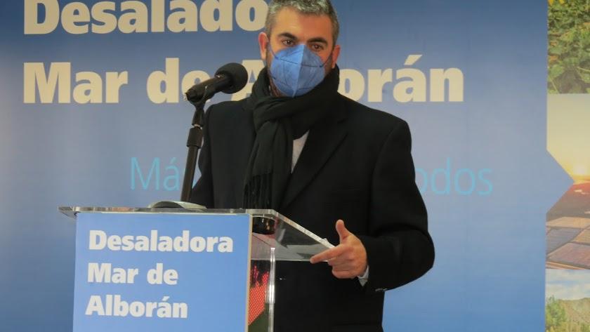 Jose Colomina durante la reciente presentación del proyecto de puesta en marcha de la desaladora Mar de Alborán.