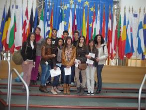 Photo: Alumnes i profes de l'INS Marina.