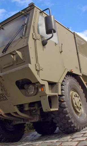 国際軍トラックパズル