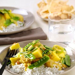 Gewokte kip Kerrie Madras met mango, peultjes en pandanrijst