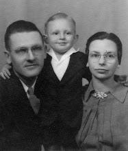 Photo: Lloyd & Mary Franks & Ray c1944