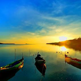 Sunrise @ Sijuk by Sigit Setiawan - Landscapes Sunsets & Sunrises ( sijuk, indonesia, pier, sunrise, boat, belitung )