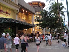 Photo: C1240026 O'ahu - Honolulu - wieczor na Kalakaua Av