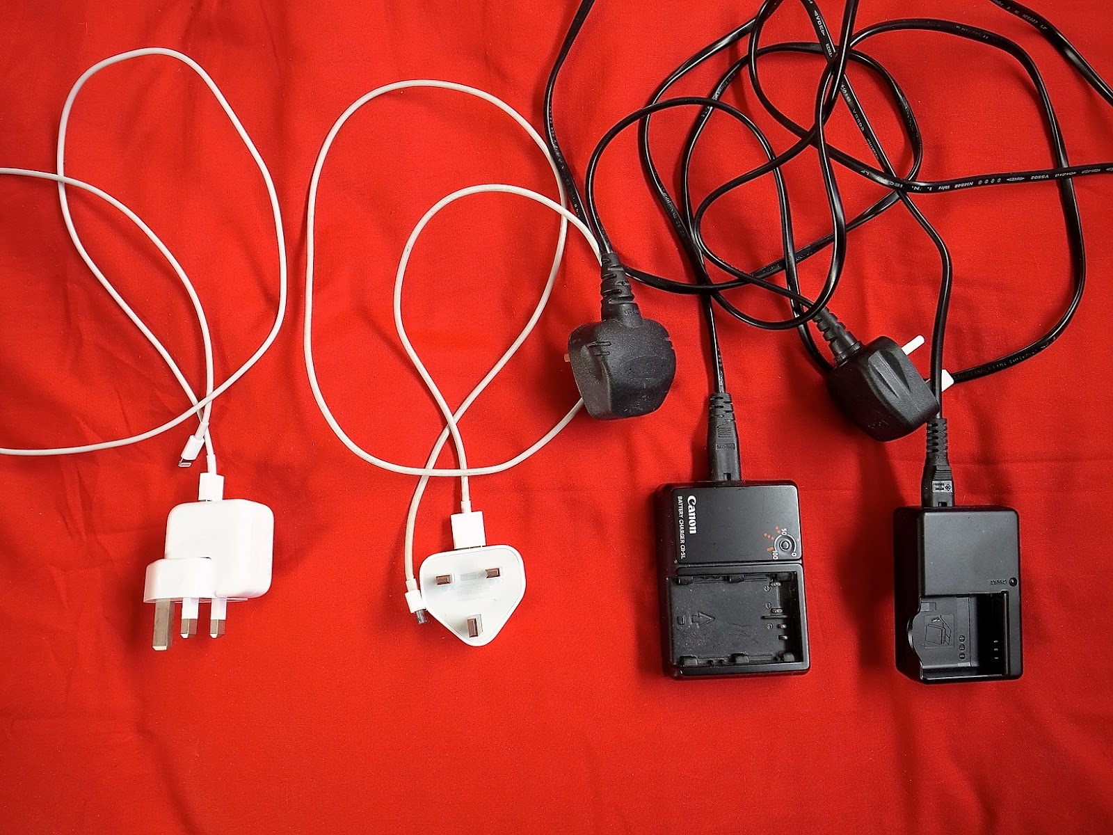 Dicas de viagem para não passar apuross - Proteja seus cabos com algumas molas
