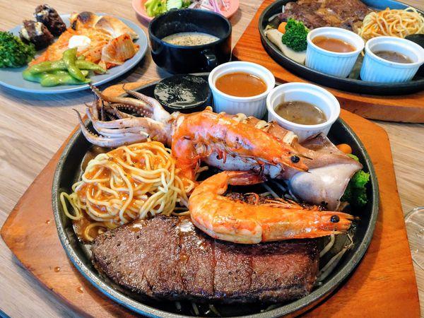 新竹東區|牛室炙燒牛排~中價位牛排聚餐推薦!semi buffet手工披薩吃到飽(新竹火車站)~